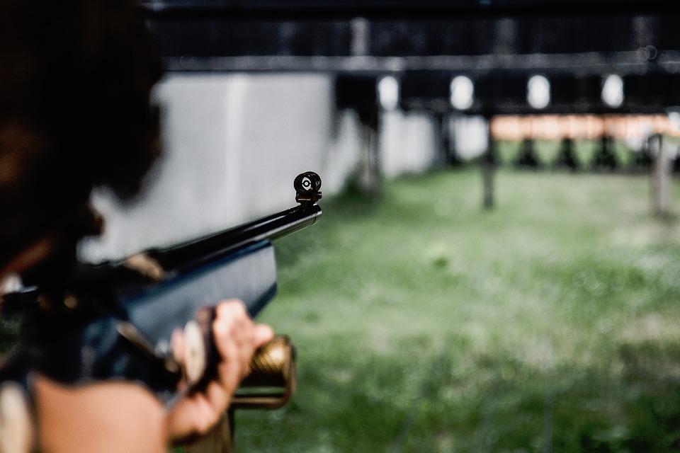 Broń sportowa, czyli jaka? Ważne informacje dla miłośników strzelectwa